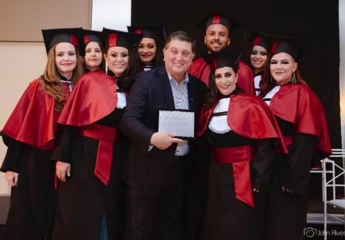 Profissionais de Lages conquistam diploma de ensino superior