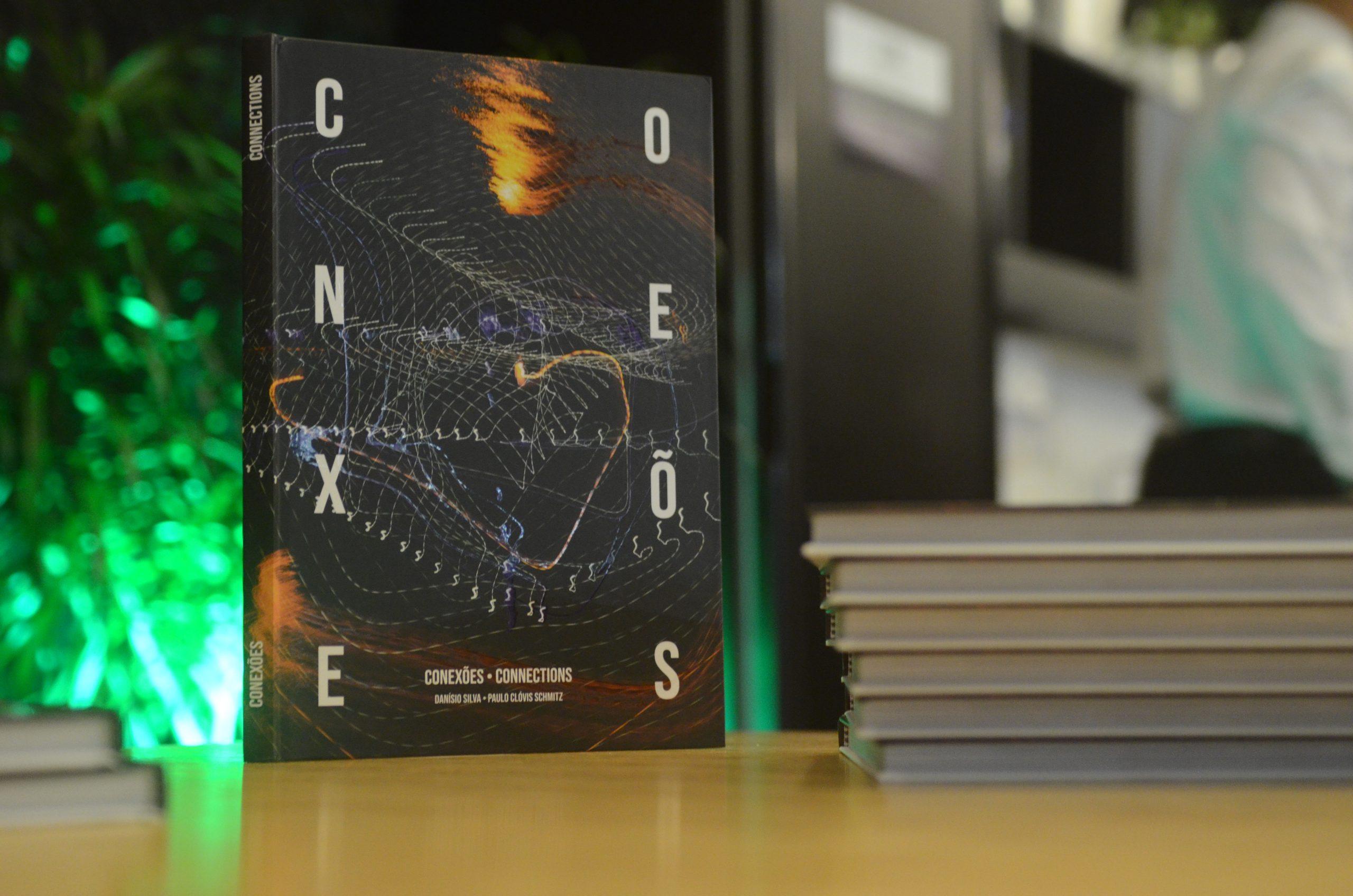 Flex realiza lançamento do livro Conexões